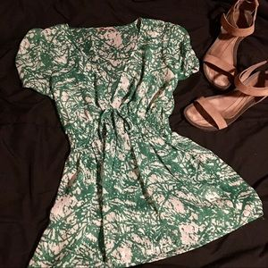 Romantic Green / White Peasant Top Forever 21 sz S